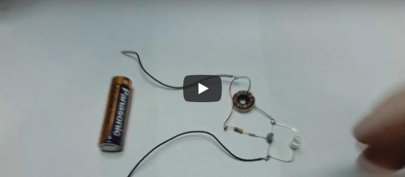 Jak zasilić diodę LED z jednego paluszka?